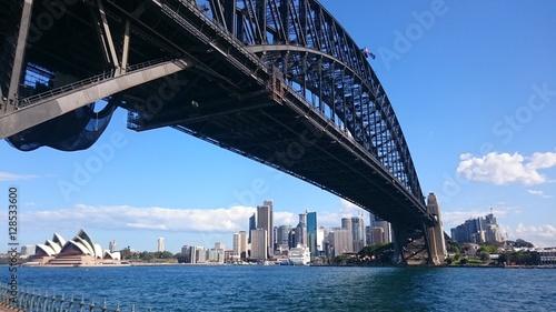 sydney harbour bridge © Tessel