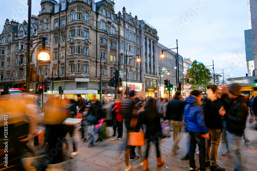 Photo  Shopping on Oxford Street London, Christmas day
