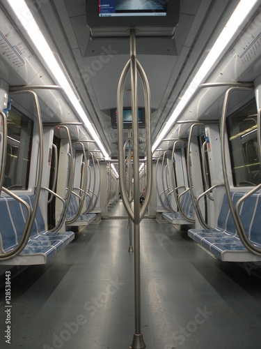 Fotografía Vagone della metropolitana vuoto a Roma
