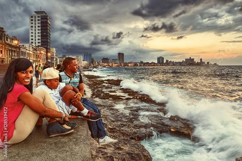 fototapeta na ścianę Cuba, Havana, Evening at the Malecón