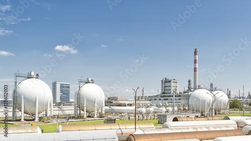 Keuken foto achterwand Nasa Oil Silos At Petroleum Refinery