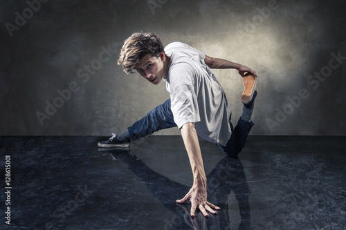 Fotografie, Obraz  urban hip hop dancer over grunge concrete wall