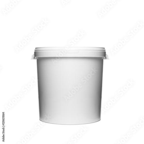 Obraz Plastikowe wiaderko na białym tle - fototapety do salonu