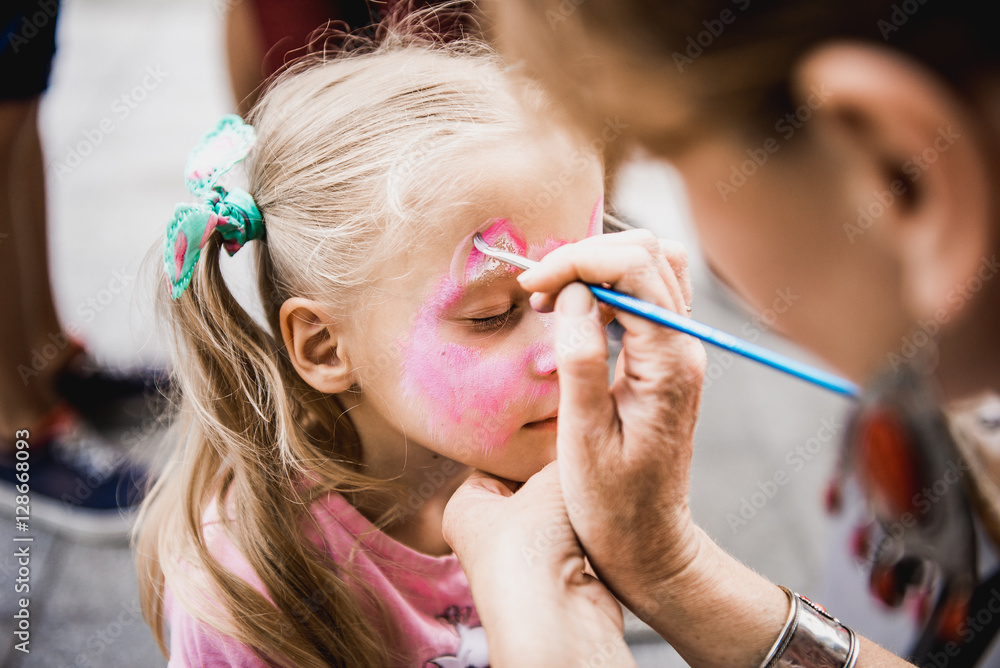 Fototapety, obrazy: woman painting face of kid outdoors