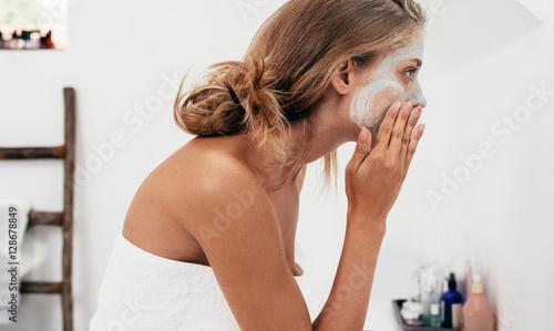 Obraz Woman taking care of her facial skin - fototapety do salonu