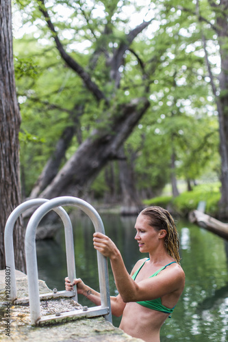 Foto op Plexiglas Texas The Blue Hole in Wimberley, Texas is a popular destination for tourists and locals on hot summer days. The clear, cool water flows through cypress trees and offers a refuge from the Texas heat.
