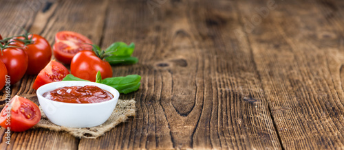 Fotomural  Tomato Ketchup (selective focus)