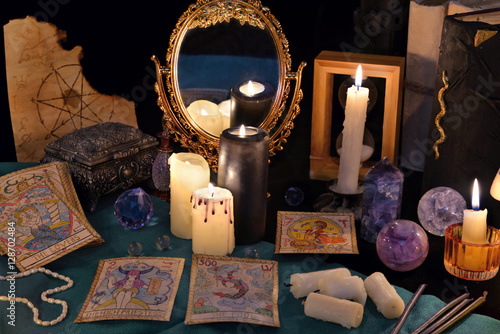 Staande foto Vlees Divination rite with candles, the tarot cards, mirrow and crystals