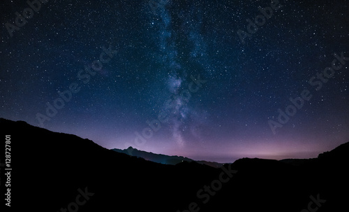 Photo sur Aluminium Nuit purple night sky stars. Milky way galaxy across mountains. Starr