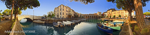 Canvas Prints Port Desenzano, porto vecchio a 360°