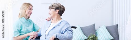 Fotografía  Talking with patient