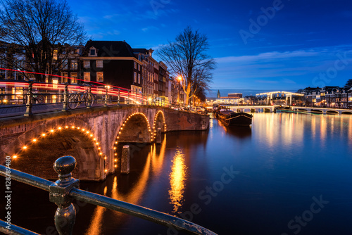 Ταπετσαρία τοιχογραφία Canals and Bridges in Amsterdam Netherlands around dusk.