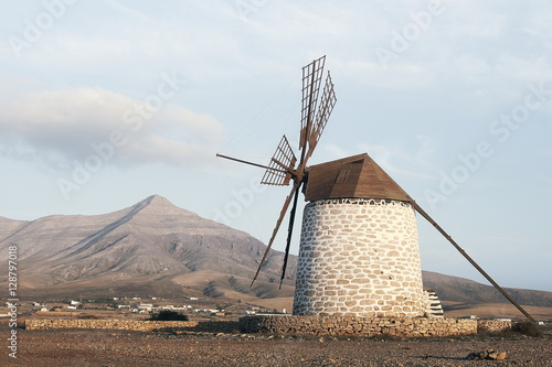 Poster Molens Wind mill on island Fuerteventura - background moutain
