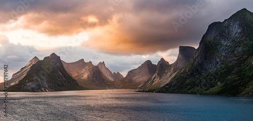 Photo sur Toile Saumon Lofoten Evening Atmosphere, Moskenes, Reine, Norway