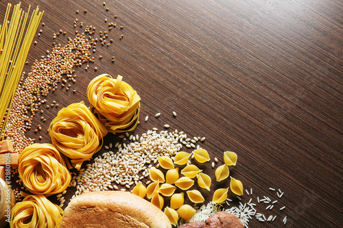 Fotografía  Set of products with complex carbohydrates on wooden background