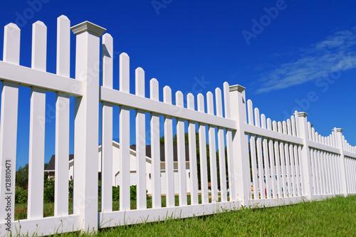 White vinyl fence Fototapet