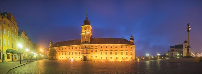 Fototapeta na wymiar Royal Castle and Sigismund's Column in Warsaw old town