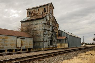 Fototapeta na wymiar Grain Elevator on the Tracks