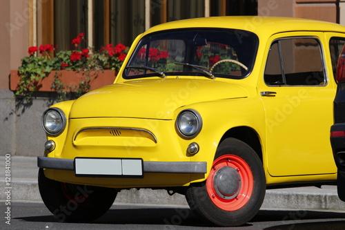 Türaufkleber Schnelle Autos Auto gialla (italiana)