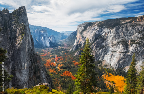 Photo  View of the valley of Yosemite National Park, USA
