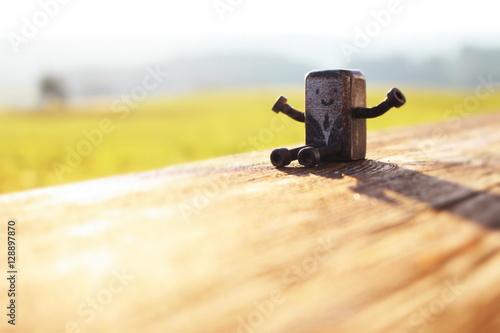 Valokuva  Metallblock mit Armen Beinen und Gesicht