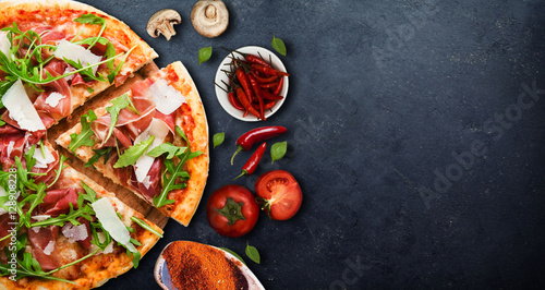 Photo sur Aluminium Pizzeria pizza with ingredient