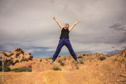 Stickers pour porte Orange eclat happy woman jumping