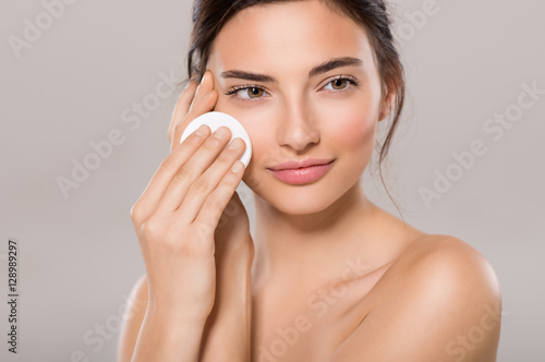 Woman remove make up