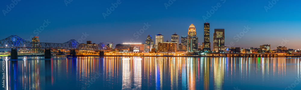 Fototapeta View of  Skyline downtown Louisville