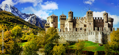Spoed Foto op Canvas Kasteel Beautiful medieval castles of Italy - Fenis in Valle d'Aosta mountains