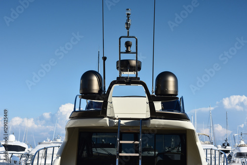 Papiers peints Nautique motorise Antenna yacht nero