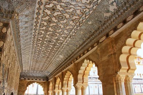Papiers peints Fortification Ceiling of Jai Mandir (Mirror Palace) in Amber Fort, Rajasthan,