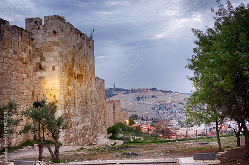 Cuadros en Lienzo Early morning view of the Mount of Olives from the Zion Gate in the old city of