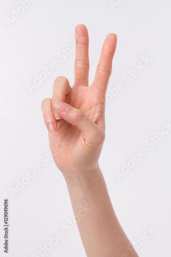 Foto  Hand zeigt, nach oben 2 Finger, Sieg Handbewegung