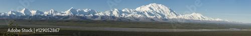 Fotografia, Obraz  The Alaska Range and the Mckinley Bar River in Denali NP