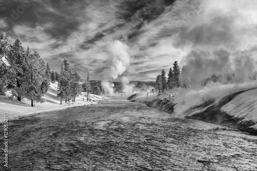 Poster Gris Firehole River and Midway Geyser Basin in winter, Yellowstone Na