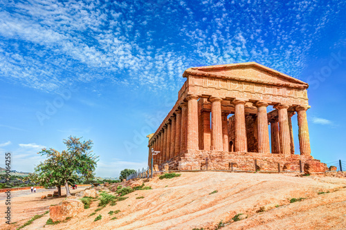 Fotografiet The famous Temple of Concordia in the Valley of Temples near Agrigento, Sicily