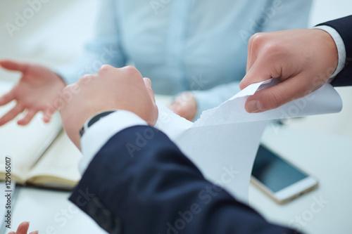 Fotografía  Breaking contract