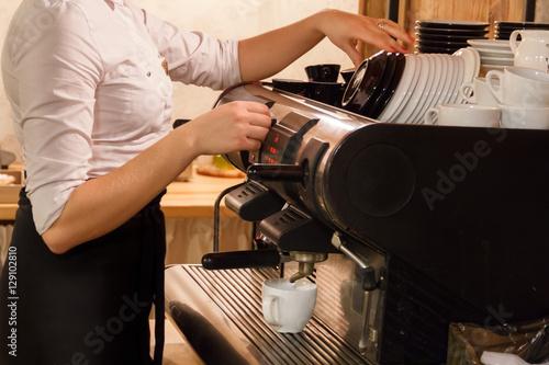 Cuadros en Lienzo Woman preparing coffee on coffeemaker