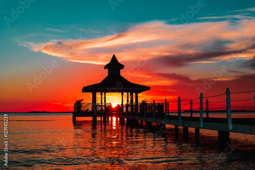 Poster de jardin Rouge traffic gazebo bridge sea at sunset