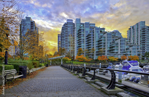 Spoed Foto op Canvas Canada Paved pathway along Coal Harbour in Vancouver, Canada.