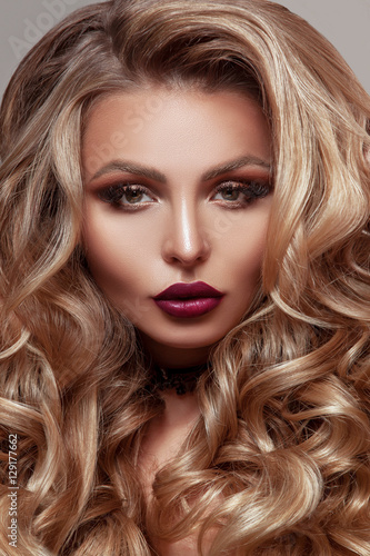 Fototapety, obrazy: Beauty woman with beautiful make-up color .