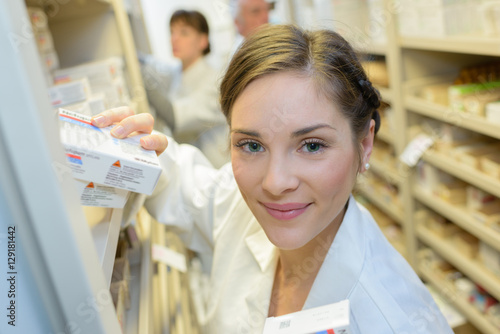 Tuinposter Apotheek Portrait of pharmacy dispenser