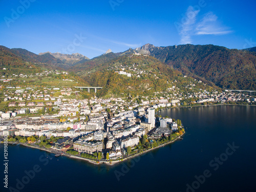 Fotomural Aerial view of Montreux waterfront, Switzerland