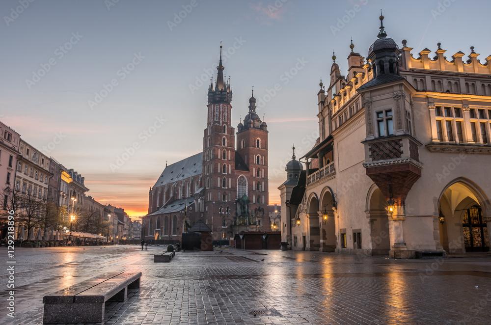 Fototapety, obrazy: Kościół Mariacki i Sukiennice na Rynku Głównym w Krakowie