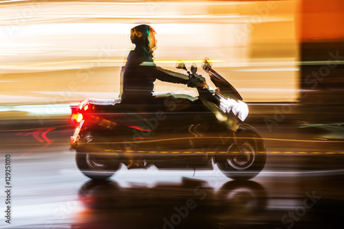 Fotografie, Obraz  motorcycle rider at night traffic