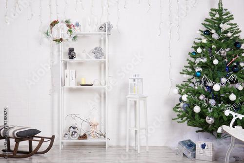 Fotografie, Obraz  Arredamento di Natale su muro bianco