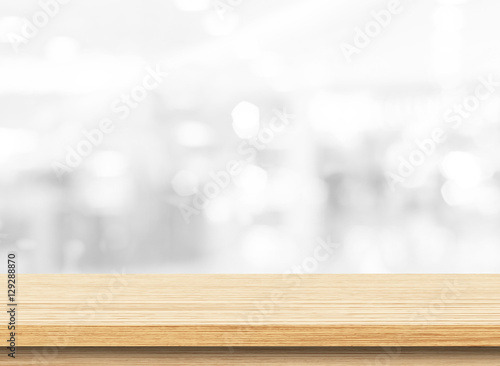 Fotografía  Wood table top on white blurred abstract background