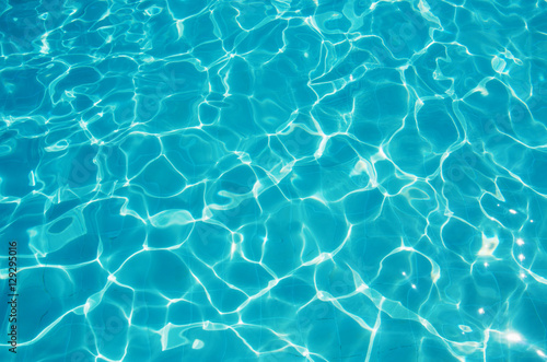 Fotografía Blue ripped water in swimming pool