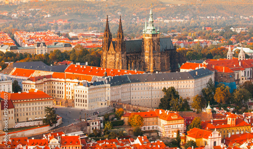 Fotografia Prague Castle complex with gothic St Vitus Cathedral in the evening time illuminated by sunset, Hradcany, Prague, Czech Republic